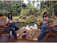 Makan Sambil Rekreasi di Godong Ijo