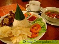 Makan Romantis di Cafe Gumati